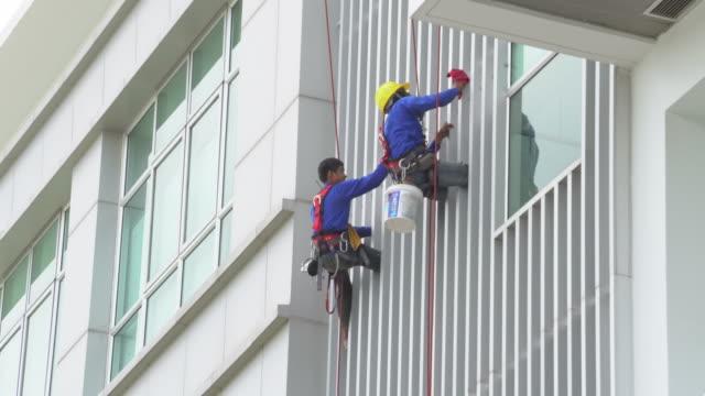 vidéos et rushes de laveur de vitres - harnais de sécurité