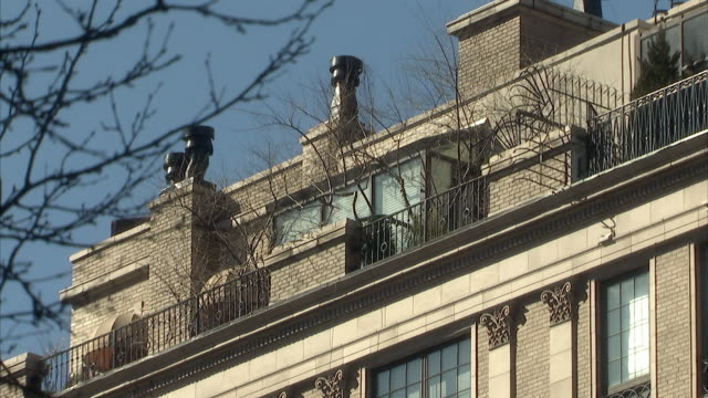 ms zi windows with blinds closed on the top floor of 133 e 64th street, the former home of bernard madoff / new york city, new york, usa  - high section stock videos & royalty-free footage