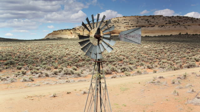 windpump on abandoned farm in utah - drone shot - terra brulla video stock e b–roll