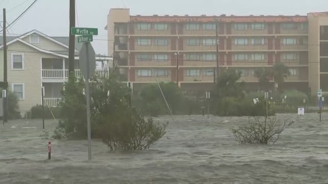 winds and flood waters from hurricane florence in carolina beach, north carolina on september 14, 2018. - environment or natural disaster or climate change or earthquake or hurricane or extreme weather or oil spill or volcano or tornado or flooding点の映像素材/bロール