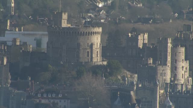 windsor castle aerials; england: berkshire: windsor: ext air views windsor castle / the long walk and windsor great park / round tower / st george's... - berkshire england stock videos & royalty-free footage