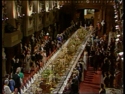 ruins on show tgv tables set for grand banquet tms elizabeth ii next banquet table - festmahl stock-videos und b-roll-filmmaterial