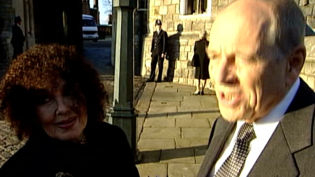 windsor: ext johnny dankworth standing with his wife cleo laine as being interviewed 22.5.2002 london: royal academy: johnny dankworth along with his... - john dankworth stock videos & royalty-free footage