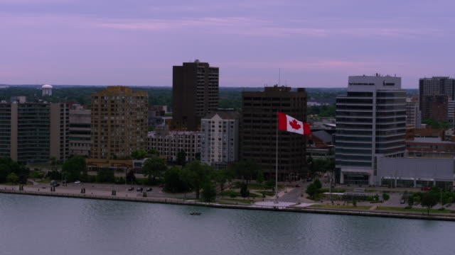 windsor ontario kanada waterfront antenne - ontario kanada stock-videos und b-roll-filmmaterial
