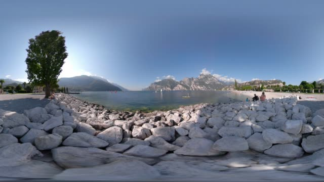 360 vr / windsurfer at beach of lake garda - 360 video stock videos & royalty-free footage