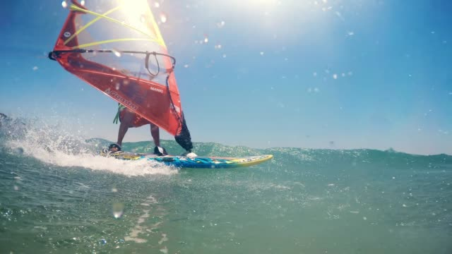 stockvideo's en b-roll-footage met pov windsurfer passerende - windsurfen