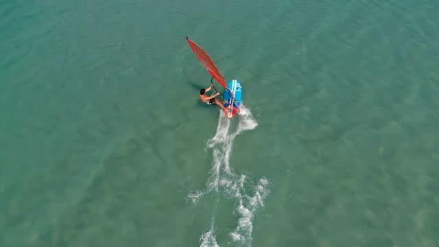 stockvideo's en b-roll-footage met windsurfen slowmotion - windsurfen