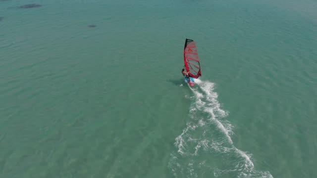 stockvideo's en b-roll-footage met windsurfen - windsurfen