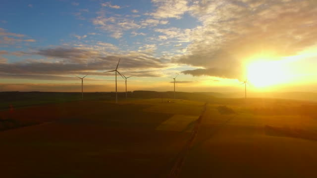 windturbines at sunset - 現代的点の映像素材/bロール