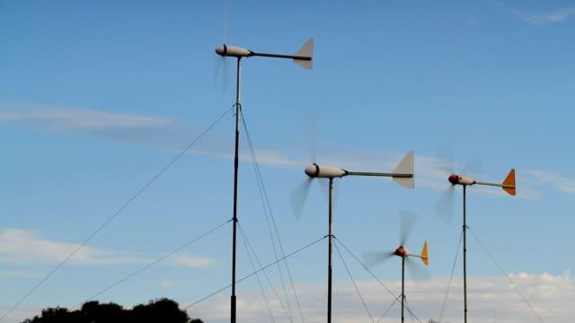 vídeos y material grabado en eventos de stock de windturbines toma mediana - huella de carbono