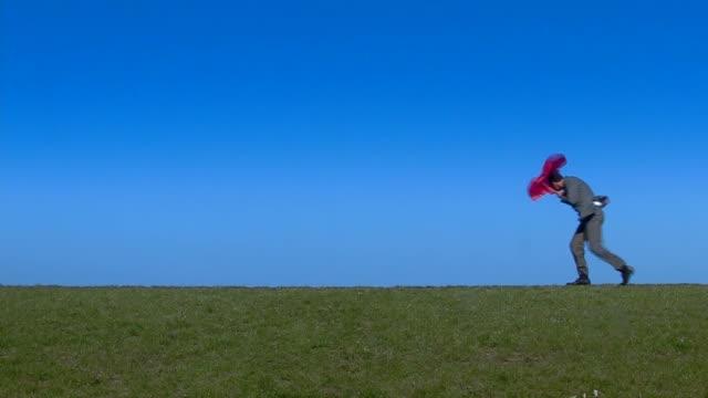 vídeos de stock e filmes b-roll de vento câmara - chapéu