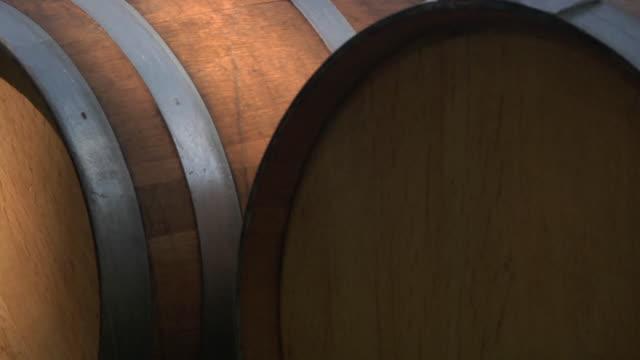 vídeos de stock, filmes e b-roll de cu wine barrels / colchester, connecticut, usa - barril
