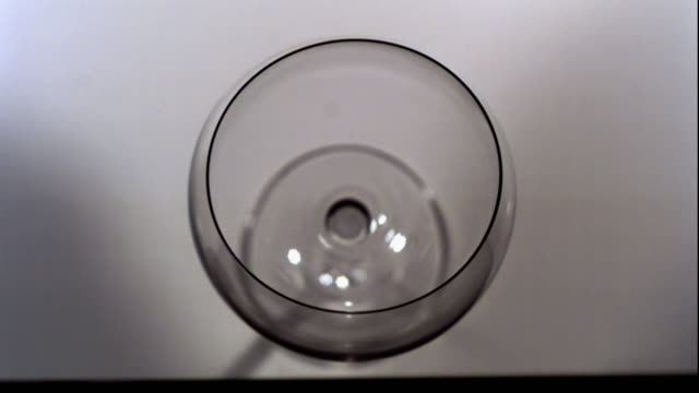 a wine glass deforms from sonic dissonance. - bicchiere da vino video stock e b–roll