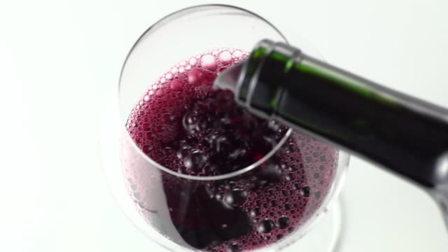 vídeos y material grabado en eventos de stock de wine is poured into a glass - botella de vino