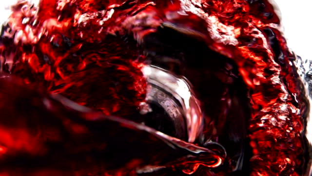 vídeos de stock e filmes b-roll de wine, juice pouring in glass, slow motion - copo de vinho