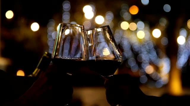 ワインでの乾杯 - グラス点の映像素材/bロール