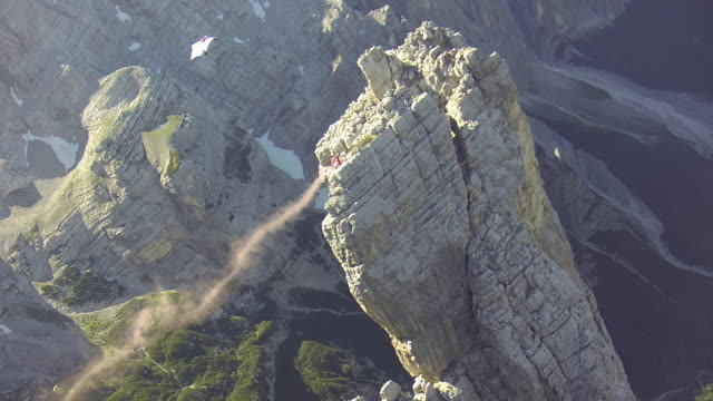 Wingsuit pilots fly close to cliff