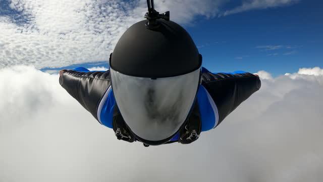 vidéos et rushes de wingsuit settling into a cloud - extreme close up