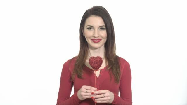 vídeos y material grabado en eventos de stock de winking sexy girl in red with valentine gift - esmalte de uñas rojo