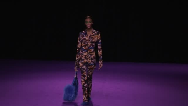 winnie harlow and her fellow models on the runway for the kenzo men women fall winter 2019 fashion show in paris - winnie harlow stock videos & royalty-free footage