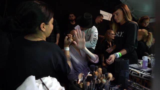 winnie harlow at julien macdonald backstage - lfw september 2018 on september 15, 2018 in london, england. - backstage stock videos & royalty-free footage