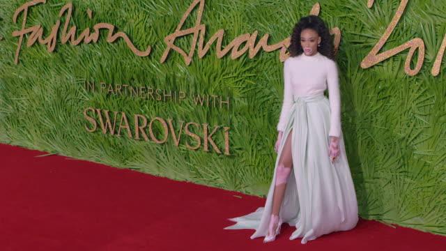 winnie harlow at the fashion awards 2017 at royal albert hall on december 04 2017 in london england - 2017 bildbanksvideor och videomaterial från bakom kulisserna