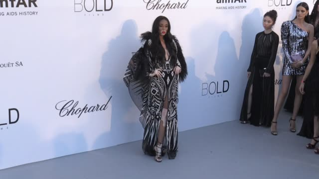winnie harlow at the photocall red carpet of the 25th annual amfar gala cannes during the 2018 cannes film festival cannes france 17th may 2018 - 71st international cannes film festival stock videos & royalty-free footage