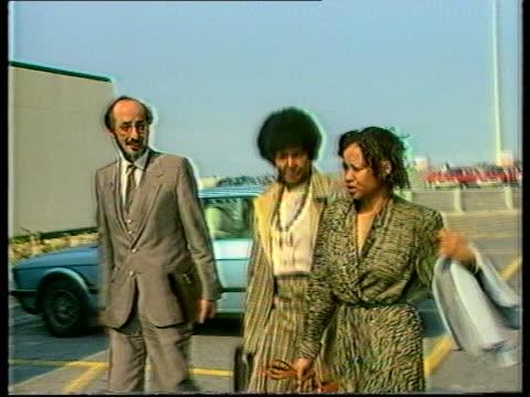Winnie Mandela and daughter Zindzi arrive at hospital to visit Nelson Mandela