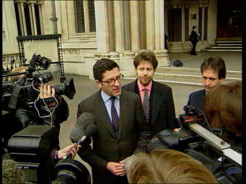 wins contempt ruling itn england london the strand ext kevin maxwell along from high court tcms maxwell with press around kevin maxwell speaking to... - kevin maxwell stock videos & royalty-free footage