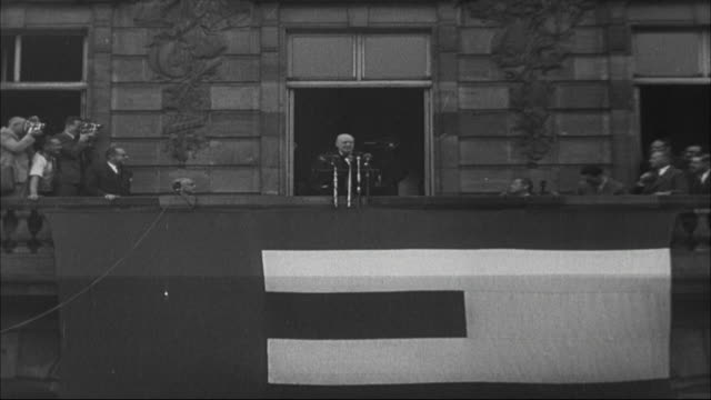 winston churchill addressing a large crowd in strasbourg in french after the founding of the council of europe 1949 - politics icon stock videos & royalty-free footage