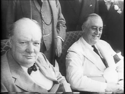 vídeos y material grabado en eventos de stock de winston churchill and fdr sit for a photograph with the war council standing behind them / montage of closeups of churchill and fdr / churchill... - franklin roosevelt
