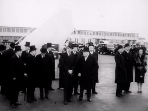 vídeos y material grabado en eventos de stock de winston churchill clement attlee and other cabinet members wait at london airport for the return of queen elizabeth after the death of her father... - sombrero de copa