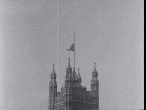 ***also b england london zoom into flag at half mast on victoria tower of houses of parliament neg 16mm itn 36 secs 22 ft 24165 / 729 pm - victoria tower stock videos & royalty-free footage