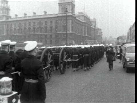 stockvideo's en b-roll-footage met winston churchill lying in state:; 4. england: london: westminster: ext navy pull gun carriage: ext. westminster hall gun carriage passed ditto: to... - itv evening bulletin