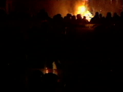 winston silcott to be freed; lib tottenham: broadwater farm estate: ext/night riot police & rioters clashing as fires burn in b/g riot police along... - b rolle stock-videos und b-roll-filmmaterial