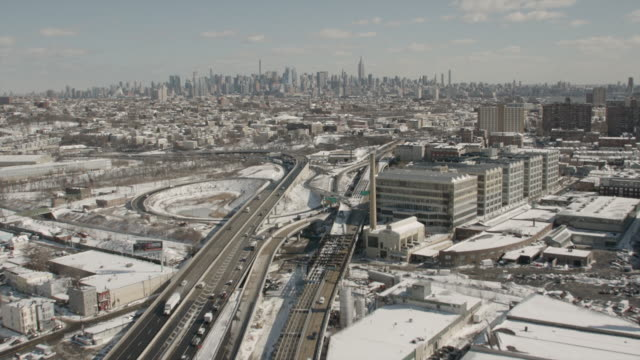 vídeos de stock e filmes b-roll de winter aerial footage route 9 highway in new jersey facing manhattan nyc - nova jersey