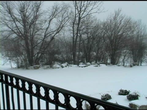 winter balkon 3 - railings stock-videos und b-roll-filmmaterial