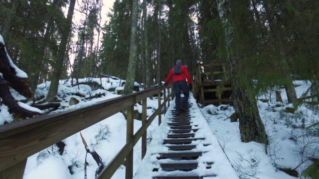stockvideo's en b-roll-footage met winter breaks - following moving activity