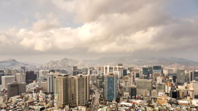 stockvideo's en b-roll-footage met winter cityscape / jung-gu, seoul, south korea - straatnaambord