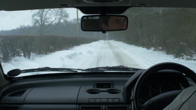 vidéos et rushes de winter driving - neige fraîche
