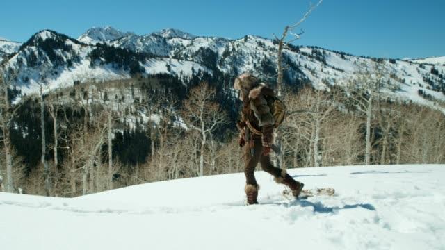 vidéos et rushes de explorateur d'hiver - type de chasse