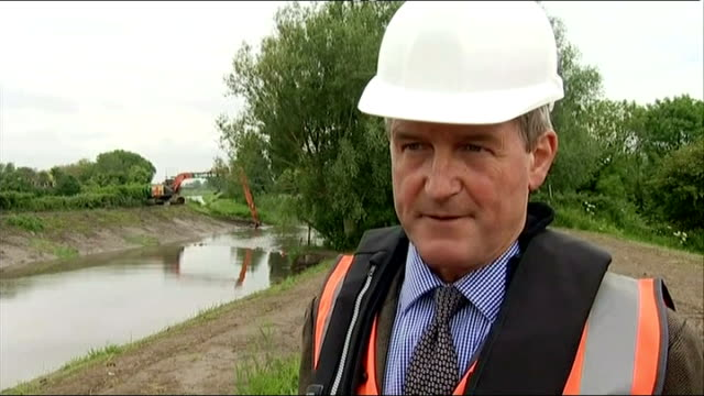 farmers yet to receive govenment compensation owen paterson mp interview sot - オーウェン・パターソン点の映像素材/bロール