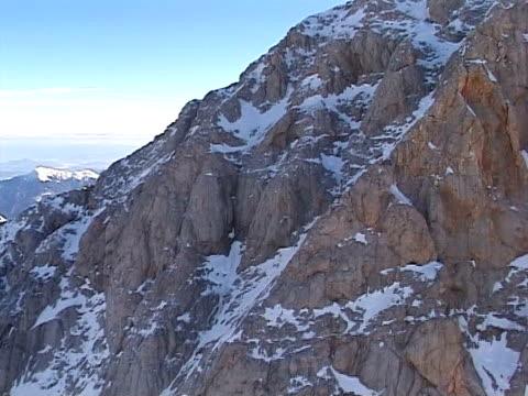 vídeos de stock, filmes e b-roll de inverno nas montanhas do ar, de triglav - bomba de ar