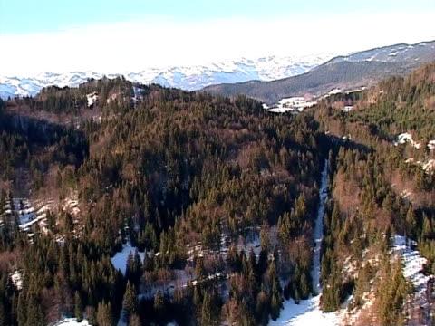 vídeos de stock, filmes e b-roll de inverno nas montanhas de ar - bomba de ar