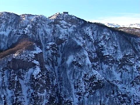 inverno in montagna da aria - vacanza sulla neve video stock e b–roll