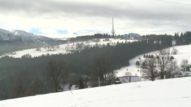 winter in tatry mountains - winter点の映像素材/bロール