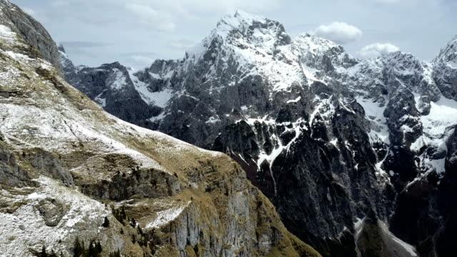vidéos et rushes de hiver dans les montagnes - format hd