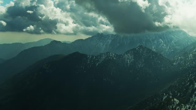 サンガブリエル山脈の冬 - 空中 - エンジェルス国有林点の映像素材/bロール