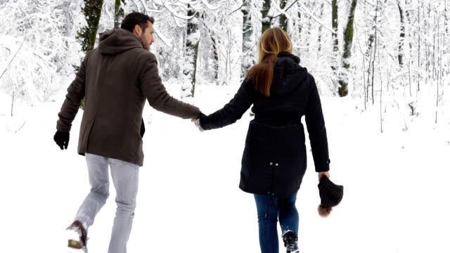 冬の愛 - ウィンターコート点の映像素材/bロール