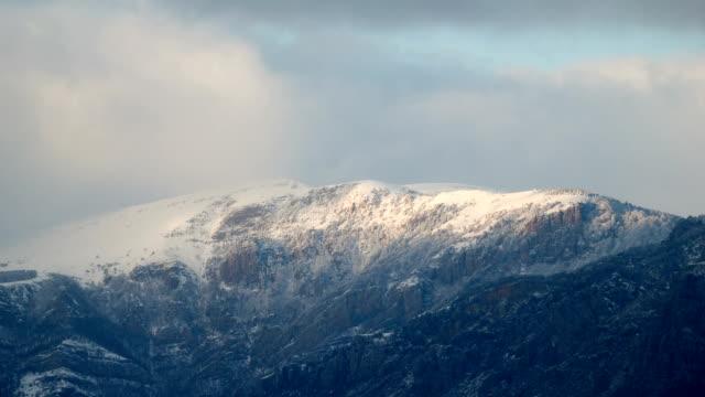 montagna invernale, southern demerdzhi, tempo giri - area selvatica video stock e b–roll